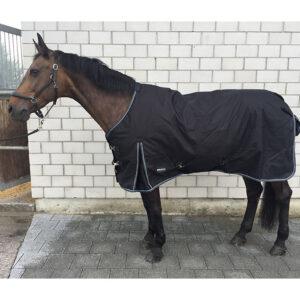 DiermHorses Weidedecke 150g ist 1200D wasserdicht, atmungsaktiv und mit einem Nylonfutter von 150g ausgestattet. Decke ist auch mit 50g-Füllung erhältlich.